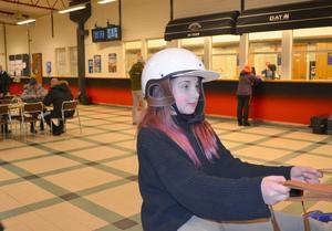 Emma Bolinder testade travsimulatorn Monté Python. Hon tyckte att det roligaste med Vintertrav var att få hjälpa till under tävlingarna.