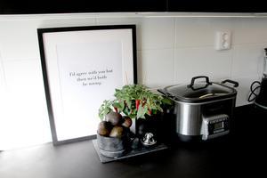 Ord med humor i köket.