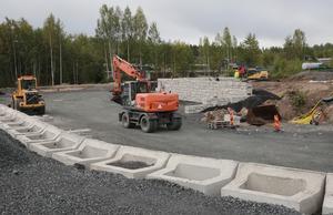 I november ska vägarna inne på området asfalteras och i december ska den nya återvinningscentralen kunna tas i bruk.