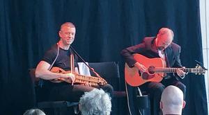 Niklas Roswall och Ian Carr bjöd på kväll fylld av humor och musik inspirerad av allt från asbest till en björn sedd vid järnvägsspåret. Foto: Lars Westin