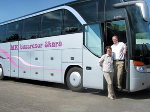 Helen och Mikael Bergh har drivit MK bussresor i 36 år, här på en arkivbild från början på 2000-talet.