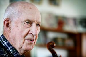 Spelmannen Sven-Ingvar Heij skulle ha fyllt 100 år nu i juni 2021. Foto: Mariestads tidning