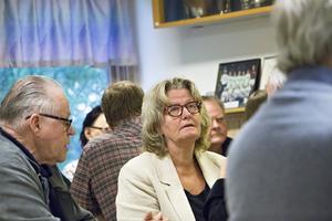 Engagemanget var stort när mötesdeltagarna i grupper diskuterade vilka frågor som var viktigast att engagera sig – det som i princip alla ansåg vara mest akut var hoten med skolan.