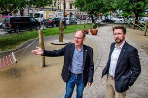 Centerpartisterna Kjell Bergkvist och Hans Forsberg presenterar tre vallöften.