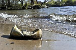 Vi måste vara rädda om de fina fiskeplatserna och tänka till angående nedskräpningen. Foto: TT