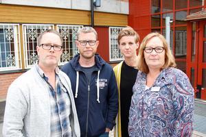 Lärarna på Vivallaskolan har inte märkt någon förbättring av arbetssituationen sedan vissa akutåtgärder sattes in. Från vänster: David Crawford, Staffan Lindberg, Malin Pelgander och Cilla Andersson.