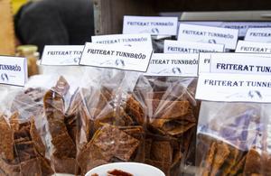Förutom kolasåser och hjortronsylt, sålde de även friterat tunnbröd.