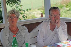 Kerstin Carlqvist Persson och Ingvar Persson anser att kommunen skulle visat mer respekt för befolkningen i Kånsta och låtit dem komma till tals inför ombyggnaden av kvarnen och tv-inspelningen.  Kerstin berättar att de knappt får gå på vandringsstråket förbi kvarnen denna sommar, trots att de har servitut på vägen.