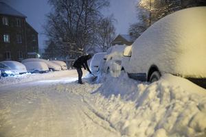 Barn som leker i snön kan plötsligt hoppa ut på vägen. Foto: Berit Roald