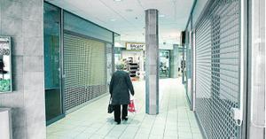 I oktober 2010 hade flera av de ursprungliga butikerna gett upp och lämnat. I slutet på 2012 köpte Imperia Invest huset. Foto: VLT:s arkiv