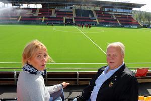 Styrelseledamoten Maria Wilén och ordföranden Bo Ottosson går nu ut och berättar om nuläget i ÖFK. Både ekonomiskt och sportsligt.