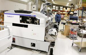 Med en investering på miljonbelopp ska Mats Löwgren och Hammlet öka sin produktionskapacitet med en tredjedel. När de nya monteringsmaskinerna tas i bruk i mitten på december kommer 180 000 elektronikkomponenter monteras i timmen.