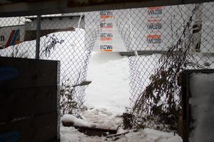 Tjuvarna har – återigen – klippt upp staketet in till Däckia.