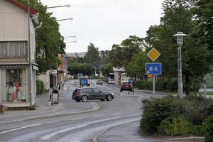 Det är trångt för större fordon i centrala köpingen – i synnerhet vid rondellerna.
