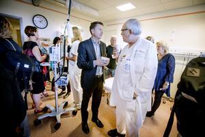 Axel Nordenskjöld och Maher Khaldi är båda överläkare inom psykiatrin och nöjda med att kunna erbjuda sina patienter en bättre miljö för elbehandling.