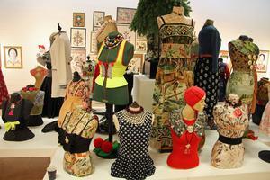Det är många nya kreationer i Karin Ferners utställning.