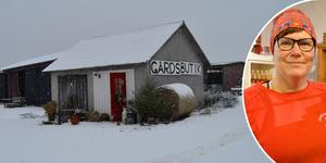 Ett gammalt stall blev gårdsbutik när Anki Arvidsson i Österby ville sälja närproducerade matvaror.