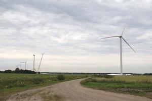 Fem vindkraftverk vid Mosås som medverkar till att minska utsläppen av växthusgaser.