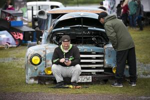 Frode Englund från Norge, hade kört sönder sin koppling, men ställde ändå upp i burnoutshowen med sin Opel Blitz.