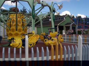 Här åker barnen utan säkerhetsbygeln nedfälld på Furuviksparken.– Om polisen vill göra en förundersökning så välkomnar vi det, säger Tom Widorson vd för Furuviksparken.GD 29/7 2011