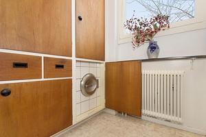 Detalj som sällan finns i moderna bostäder - sopnedkast. Bild: Stenstansmäklarna