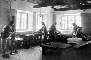 Slöjdsalen på Bodaborg. Bild: Ur boken Berättelse över Västernorrlands läns sinnesslöanstalt i Boda
