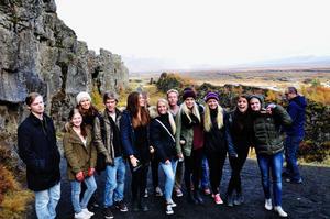 Några av klasskompisarna under besöket i Reykjavík.