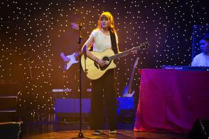 Lina Fransson Norberg spelade gitarr och sjöng.