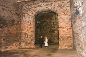 En riddarborg? En medeltidskyrka? Peter Clemin, vd för Skifu, och Johanna Ulfsdotter vid Sundsvalls museum visar vilka utrymmen som finns gömda mitt i Sundsvall.