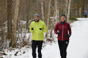 Fredrik och Sara Bronner joggade och siktade på att springa fyra varv.