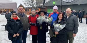 Från vänster: Johanna Skottman (S) kommunstyrelsens ordförande, Lennart Källman, Gudrun Lager, Laila Axelsson, Lennart Trollvad, Anette Cederborg och Peter Berg (V) ordförande barn och familjenämnden. Foto: Urban Dimberg