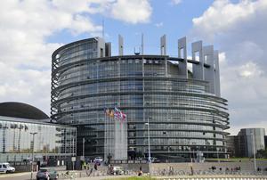 Europaparlamentets säte i Strasbourg, Frankrike. Ledamöterna delar sin tid mellan det och lokalerna i Bryssel, Belgien.