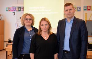 Skolchef Ulrika Forssel, nämndsordförande Monica Lundin (L) och sektorschef Lars Walter höll i det första mötet om skolnedläggningen för föräldrarna i Idkerberget i mars.