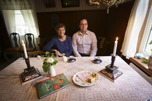 Karin Zidén och Öjan Bertilsson är experter på Jämtlandsskåp.