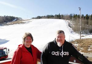 Roger och Susanne Höglund är nöjda med säsongen i Skönviksbacken och lovar att ha öppet ännu längre nästa säsong.