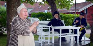 Just nu pågår repetitionerna för fullt inför årets Säterstamp. Här är det pigan Esmeralda (Pia Johansson) som ojar sig över hur de höga herrarna pratar om unionsupplösningen med Norge.