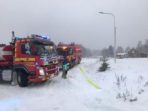 Tre styrkor från räddningstjänsten Höga Kusten Ådalen var på plats för att släcka branden i Salberg utanför Nordingrå.