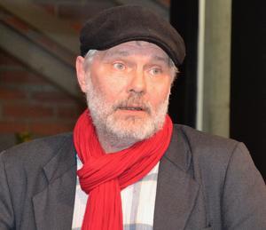 Dick Olofsson berättade om författaren Helmer Grundström och läste hans dikter på skådespelarens sätt att tolka dem. Foto: Sven Lindblom