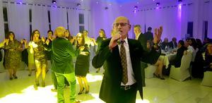 Ninib Ablahad Lahdo sjöng i fredag också när Akitu firades med storfest på restaurangen Flame i Weda.
