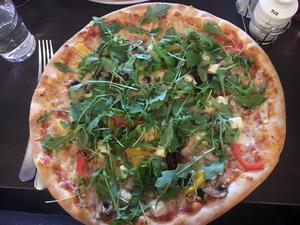 Så här kan en pizza se ut på Matkällan. Bild: Lunchkollen
