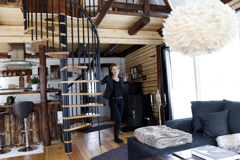 Lena Hisved bjuder in världen till huset i skogen: