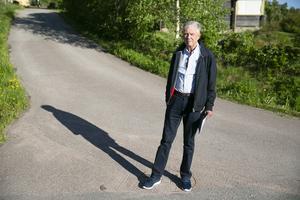 Ulf Sundén oroas över att många vägar ute i byarna kommer bli klassade på ett sätt så att de mister sin kommunala skötsel.