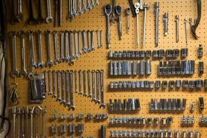 Garaget är för litet för sju T-Fordar. Därför planerar Peter Nilsson att bygga ett nytt.