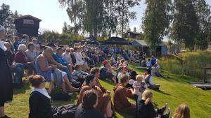 Publiken stöttade alla lag och njöt av det vackra vädret och utsikten över Rångsjön.
