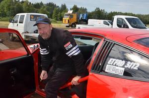 Mikael Jonsson är en riktigt motorfantast. Han har varit på dragracingtävlingar sedan barnsben.