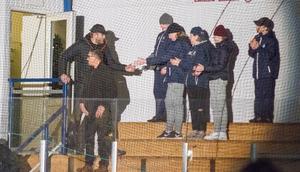 """""""Jag har förstått att invånarna i Arboga ville ge mig den här utmärkelsen och det är stort."""". Alexander Gustafsson hälsade på hockeypubliken."""