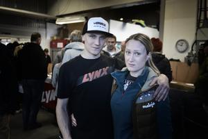 John Stenberg och Hanna Munter fikade på Ljungbergs på skoterns dag.