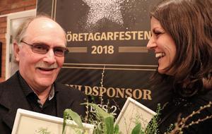 Fränstaprofilerna Anders Nässén och Emilia Rapp lämnade Företagarfesten med blommor och varsitt diplom som förkunnade att de r Årets entreprenörer 2018.