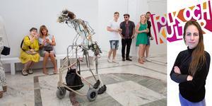Sofia Gustafsson efterfrågar mer mod i de kulturpolitiska samtalen på Folk och kultur. På konstbiennalen Open Art 2017 deltog robotar med rullatorer.