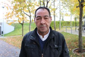 Felix Luna Lopez, 60 år, Rimbo: Jag betalar rabatterat pris för mina biljetter så jag tycker att det är lagom. Men har man en låg lön och hög hyra blir det tufft att betala ännu mer pengar för ett busskort varje månad.
